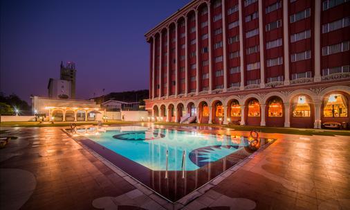 Hotel Sitara - 海得拉巴 - 游泳池