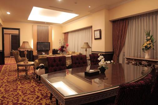 巴斯科高级酒店 - 巴东 - 客厅