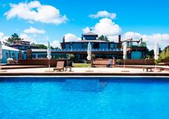 唐恩库姆布雷斯精品酒店及 Spa - 埃斯特角城 - 游泳池