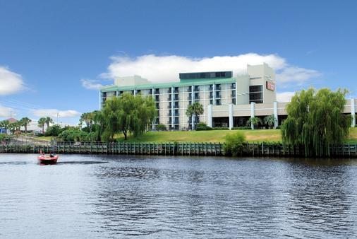 河滨漫步套房酒店 - 默特尔比奇 - 建筑