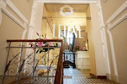 塞拉利昂公寓式酒店 - 克拉科夫 - 柜台