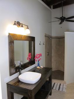 一双凉鞋海滨旅馆 - 家庭旅馆 - 圣托马斯岛 - 浴室