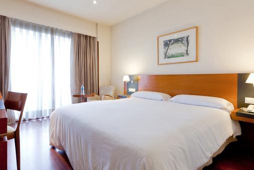 巴拉哈斯参议员酒店 - 马德里 - 睡房