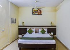 沙贡酒店 - 博帕尔 - 睡房