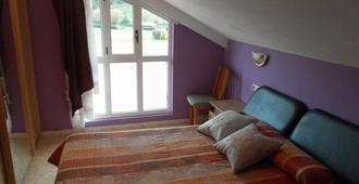 皮皮家庭旅馆 - 坎加斯-德奥尼斯 - 睡房