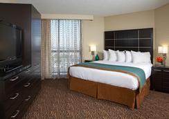 洛杉矶国际机场北使馆套房酒店 - 洛杉矶 - 睡房