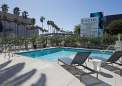 希尔顿古董收藏洛杉矶 H 酒店 - 洛杉矶 - 游泳池