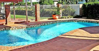 汤斯维尔喀斯喀特汽车旅馆 - 汤斯维尔 - 游泳池