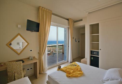 加兰迪娜酒店 - 里米尼 - 睡房