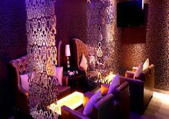 Hotel Kanha Shyam - 阿拉哈巴德 - 休息厅