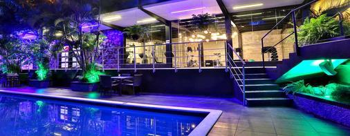 利安德格拉纳达城市酒店 - 巴拿马城 - 游泳池