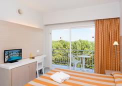 圣米歇尔金色海滩酒店 - 马略卡岛帕尔马 - 睡房