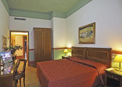 欧洲大酒店 - 卡马约雷 - 睡房