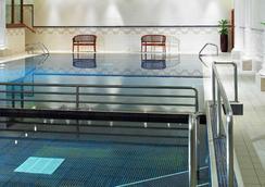 万豪利兹度假酒店 - 利兹 - 游泳池