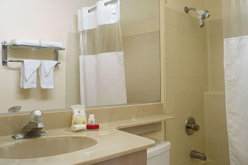 华美达威尔希尔酒店 - 洛杉矶 - 浴室