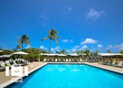 圣基茨皇家公寓式酒店 - 巴斯特尔 - 游泳池