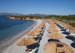拜亚萨利纳达酒店 - 圣特奥多罗 - 海滩