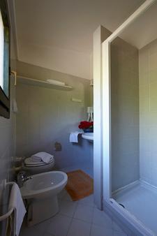 拜亚萨利纳达酒店 - 圣特奥多罗 - 浴室