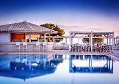 奈普图诺海滩酒店 - 伊拉克里翁 - 游泳池