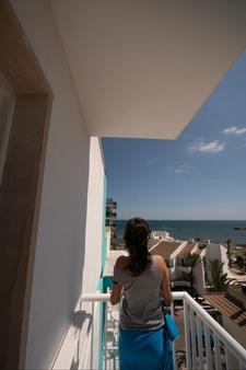 布兰卡酒店 - 圣玛加利达 - 阳台