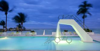 情侶塔島式飯店 - 欧丘里欧 - 游泳池