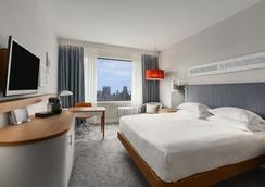 鹿特丹希尔顿酒店 - 鹿特丹 - 睡房