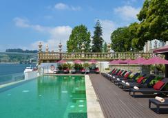 佩斯塔纳帕拉西奥弗雷舒波萨达与国家纪念碑酒店 - 波尔图 - 游泳池