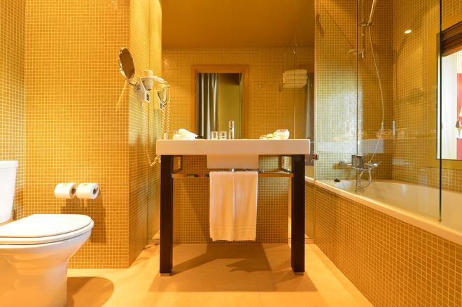 佩斯塔纳帕拉西奥弗雷舒波萨达与国家纪念碑酒店 - 波尔图 - 浴室