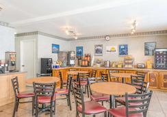 蒙特雷市区戴斯酒店 - 蒙特雷 - 餐馆