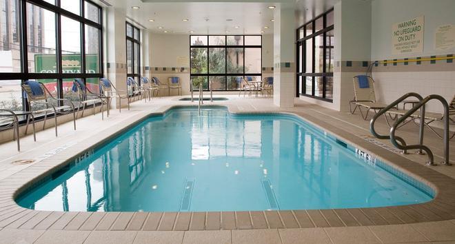 休斯顿广场万怡酒店 - 休斯顿 - 游泳池
