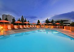 圣地亚哥拉霍亚万豪酒店 - La Jolla - 游泳池