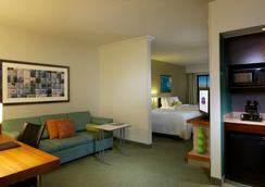 纽瓦克国际机场万豪春季山丘套房酒店 - 纽瓦克 - 睡房