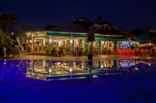 瑞彬海滩酒店 - 费特希耶 - 餐馆
