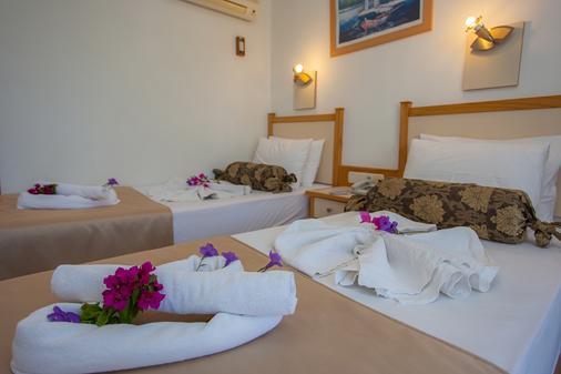 瑞彬海滩酒店 - 费特希耶 - 睡房