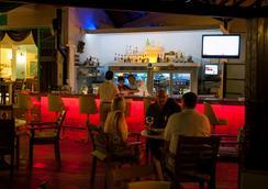瑞彬海滩酒店 - 费特希耶 - 酒吧