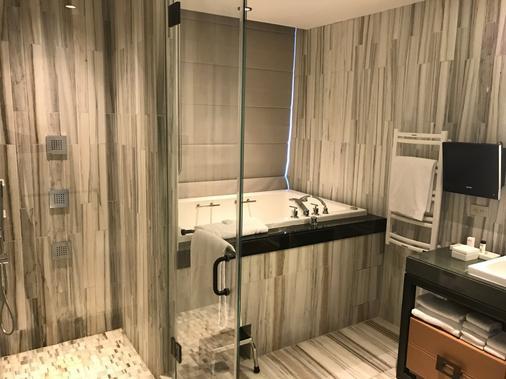 特朗普休南酒店 - 纽约 - 浴室
