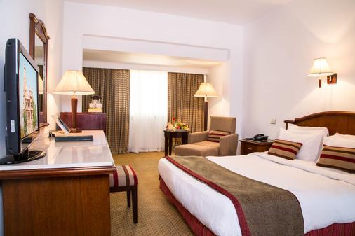 赫利奥波利斯巴伦酒店 - 开罗 - 睡房