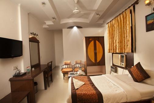 新德里帕拉斯国际酒店 - 新德里 - 睡房