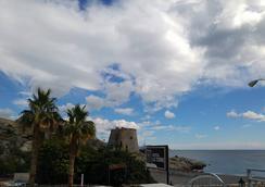 拉托尔旅馆 - Almuñecar - 海滩