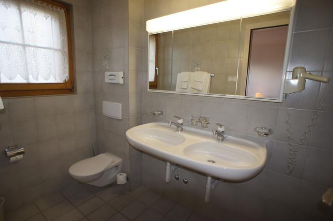 堡赛约尔酒店 - 洛伊克巴德 - 浴室