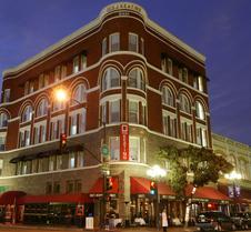 宾尼法利纳基廷酒店