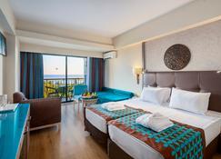 纳施拉超水上乐园度假酒店 - 锡德 - 睡房
