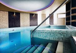 菲特哈维兹欧罗巴大酒店 - 赫维兹 - 游泳池
