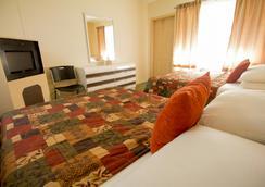 百汇机场汽车旅馆 - 迈阿密泉 - 睡房