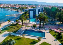 自由酒店 - 诺瓦利娅 - 游泳池