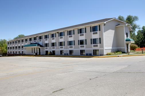 爱荷华珊瑚村速8酒店 - 珊瑚村 - 建筑