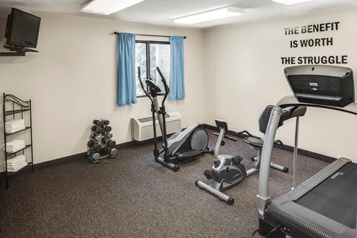 堪萨斯曼哈顿速8酒店 - 曼哈顿 - 健身房