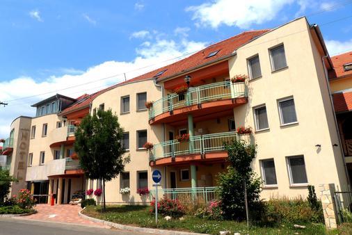 马卡运动及健身酒店 - Pécs - 建筑