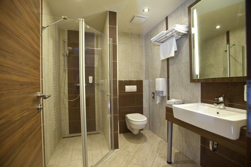 马卡运动及健身酒店 - Pécs - 浴室