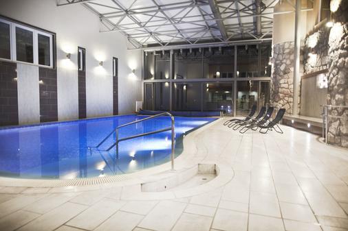马卡运动及健身酒店 - Pécs - 游泳池